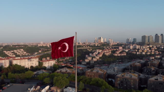 vidéos et rushes de indicateur turc dans la neige - drapeau turc