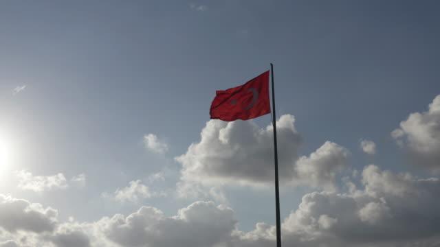 雪の中のトルコ国旗 - 旗棒点の映像素材/bロール