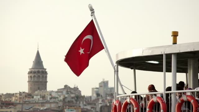 vidéos et rushes de ms turkish flag on tour boat, galata tower in background / istanbul, turkey - drapeau turc