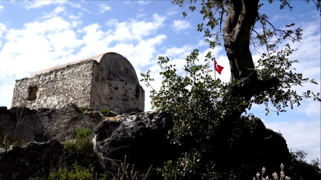 vidéos et rushes de drapeau turc - vestige antique