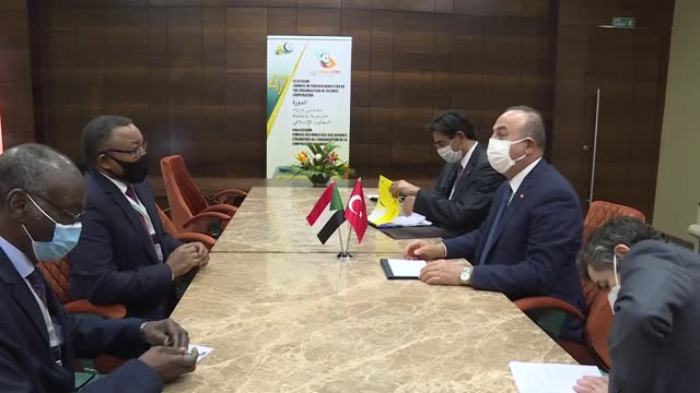 turkish foreign affairs minister mevlut cavusoglu meets with his sudanese counterpart omar gamareldin on the sidelines of the 47th session of... - ニアメ点の映像素材/bロール