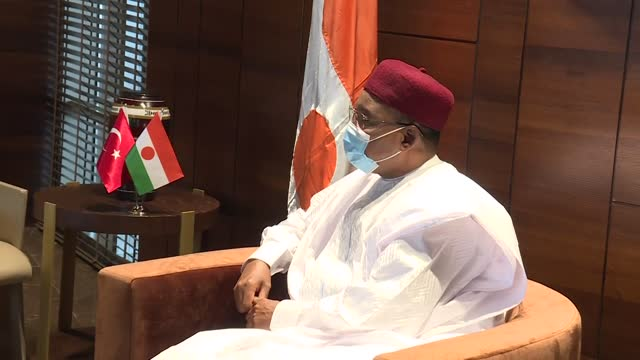 turkish foreign affairs minister mevlut cavusoglu meets with niger president mahamadou issoufou on the sidelines of 47th session of organization of... - ニアメ点の映像素材/bロール
