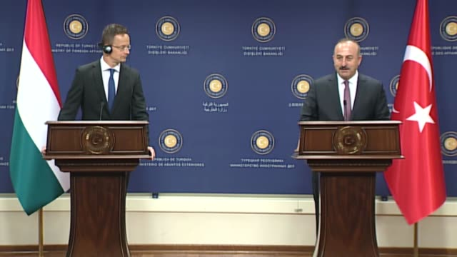 vídeos de stock, filmes e b-roll de turkish foreign minister mevlut cavusoglu and hungarian minister of foreign affairs and trade peter szijjarto hold a joint press conference following... - cultura do leste europeu