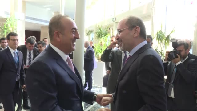 turkish foreign minister mevlut cavusoglu meets his jordanian foreign minister ayman safadi in the sidelines of 11th ambassador' conference in... - 外交点の映像素材/bロール
