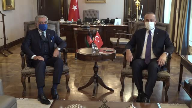 turkish foreign minister mevlut cavusoglu meets with abdullah abdullah, chairman of high council for national reconciliation of afghanistan on... - 会長点の映像素材/bロール