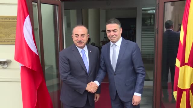 vídeos de stock, filmes e b-roll de turkish foreign minister mevlut cavusoglu meets with his north macedonian counterpart nikola dimitrov in skopje on july 16 2019 - república da macedônia