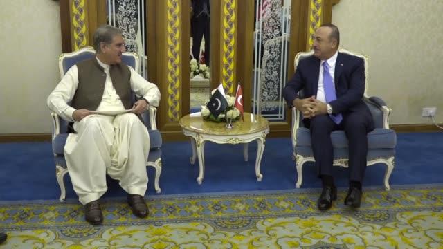 turkish foreign minister mevlut cavusoglu meets with his pakistani counterpart shah mehmood qureshi in jeddah, saudi arabia on may 30, 2019. - jiddah stock-videos und b-roll-filmmaterial
