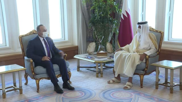 turkish foreign minister mevlut cavusoglu meets with qatari emir sheikh tamim bin hamad al-thani in doha, qatar on february 11, 2021. - シャイフ点の映像素材/bロール