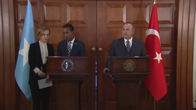 turkish foreign minister mevlut cavusoglu speaks at a joint press conference with his somali counterpart ahmed issa awad following their meeting in... - horn von afrika stock-videos und b-roll-filmmaterial