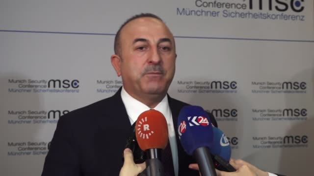 vídeos de stock, filmes e b-roll de turkish foreign minister mevlut cavusoglu speaks to reporters at the munich security conference on february 18 2018 in munich germany turkey on... - alta baviera