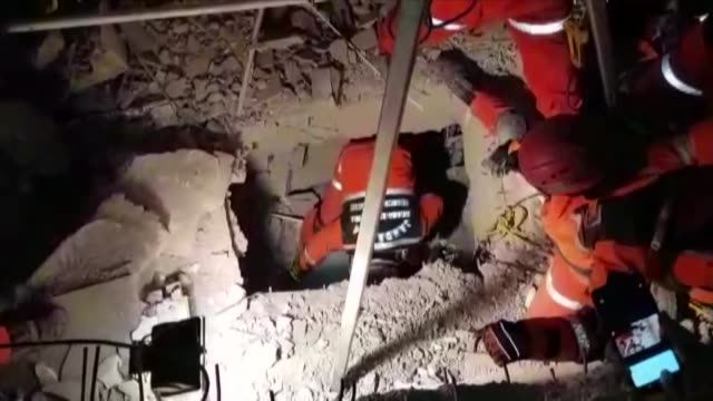 turkish gendarmerie search and rescue team pull out 2.5 year-old nusra yildiz on january 25, 2020 from the rubble of a collapsed house after a... - earthquake stock videos & royalty-free footage