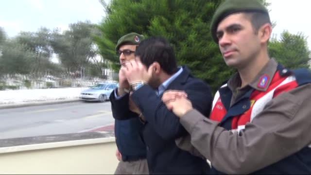 vídeos de stock e filmes b-roll de turkish gendarmeries escort 2 syrians arrested on suspicion of causing deaths of 5 refugees including aylan kurdias they leave the court in mugla... - crise de migrantes europeia 2015 2016