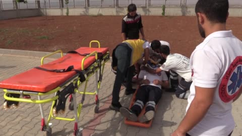 turkish health personnel in syria give training to volunteers to cope up with emergency situations in conflict-free areas in the country on october... - emergency planning stock videos & royalty-free footage