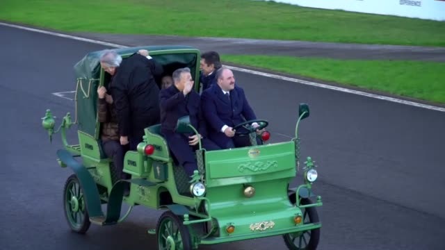 turkish industry and technology minister mustafa varank drove an indigenous electric powered horsedrawn carriage thursday in istanbul park at the... - animal drawn stock videos & royalty-free footage