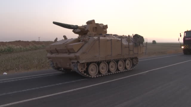 turkish military tanks arriving at the border ready to cross the border into syria on the 10 october 2019 in the syrianturkish borderturkey - turchia video stock e b–roll