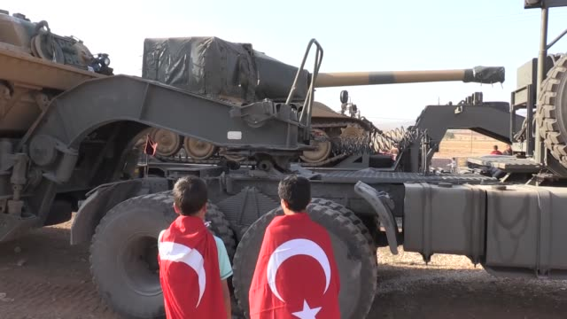 turkish military vehicles are deployed on the syrian border in reyhanli district of hatay province, southern turkey on october 14, 2017. in line with... - carro armato video stock e b–roll