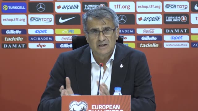 vídeos de stock, filmes e b-roll de turkish national football team head coach senol gunes holds a press conference following the uefa euro 2020 group h qualifying match between turkey... - senol guenes
