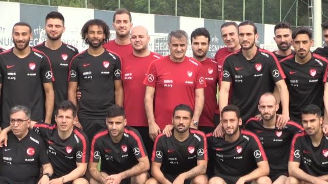vídeos de stock, filmes e b-roll de turkish national football team players attend a training led by head coach senol gunes in belek district of antalya turkey on may 28 2019 turkey's... - senol guenes