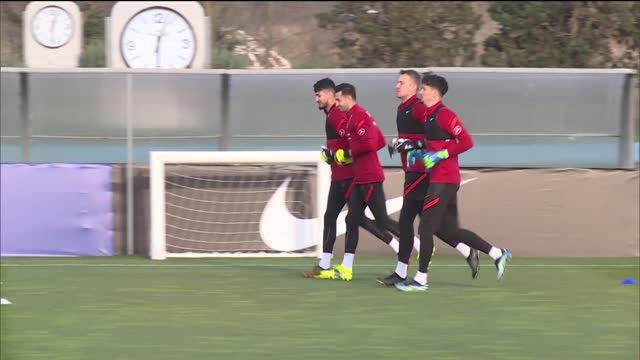 stockvideo's en b-roll-footage met turkish national football team players take part in a training session led by head coach senol gunes on the eve of the 2022 fifa world cup qualifier... - match sport