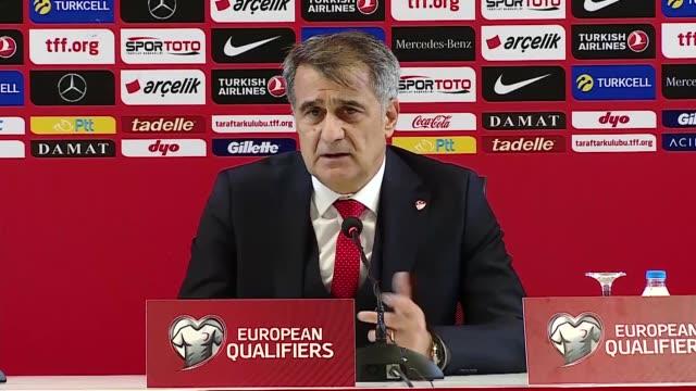 vídeos de stock, filmes e b-roll de turkish national football team's head coach senol gunes attends a press conference following the uefa euro 2020 qualifying group h match against... - senol guenes