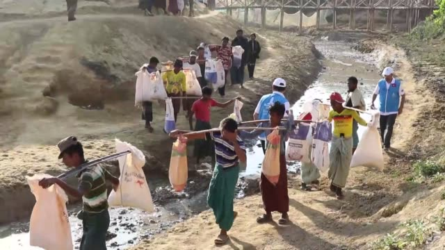 cox's bazar bangladesh january 14 a turkish ngo has built neighborhoods with at least 1500 bamboo houses for rohingya muslims in bangladesh's cox's... - cox basar stock-videos und b-roll-filmmaterial