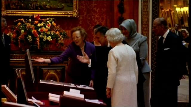 Turkish President Abdullah Gul state visit to London Tour of Turkish artefacts at Buckingham Palace ENGLAND London Buckingham Palace Picture Gallery...