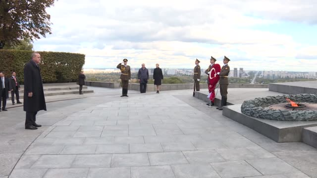 turkish president recep tayyip erdogan and his wife emine erdogan attend a wreath-laying ceremony at the monument to the unknown soldier in kiev,... - ウクライナ点の映像素材/bロール