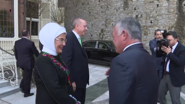 Turkish President Recep Tayyip Erdogan and his wife Emine Erdogan receive Jordanian King Abdullah II and his wife Rania el Abdullah in Istanbul on...