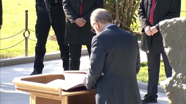 turkish president recep tayyip erdogan and turkish prime minister binali yildirim lay flowers to the martyrs' cemetery during the 102nd anniversary... - primo ministro turco video stock e b–roll