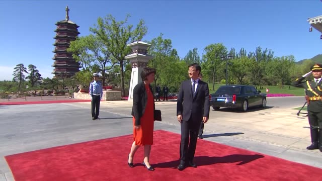 vídeos de stock, filmes e b-roll de turkish president recep tayyip erdogan arrives at the welcome ceremony at yanqi lake during the belt and road forum may 15 2017 in beijing china the... - cinto