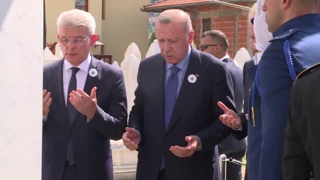turkish president recep tayyip erdogan attends a wreathlaying ceremony at the tomb of alija izetbegovic country's first president in sarajevo bosnia... - 花輪を捧げる点の映像素材/bロール