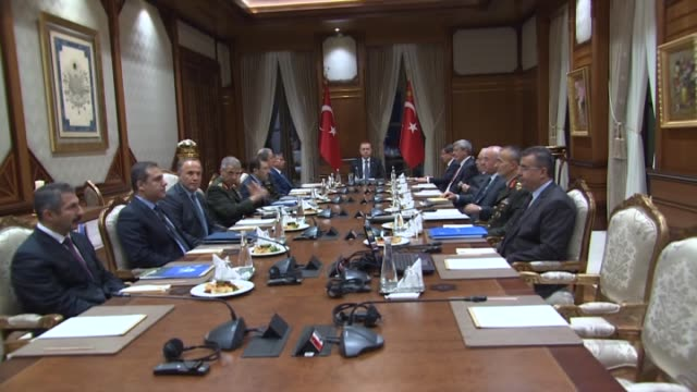 vidéos et rushes de turkish president recep tayyip erdogan chairs a security meeting over the bomb attack perpetrated by pkk terrorists, which killed sixteen soldier... - président d'organisation