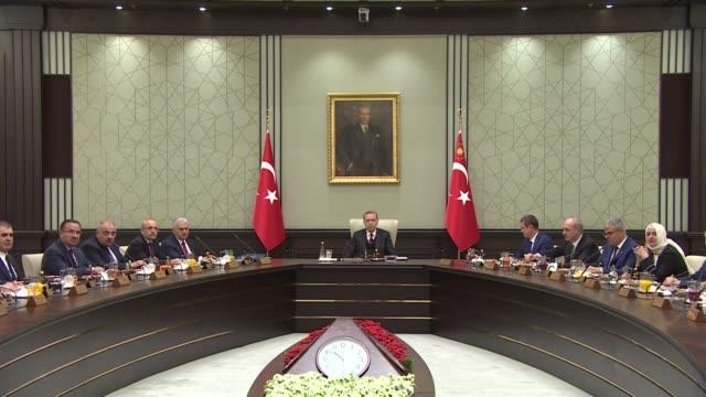 turkish president recep tayyip erdogan chairs cabinet meeting at presidential complex in ankara turkey on april 17 2017 turkish prime minister binali... - türkischer premierminister stock-videos und b-roll-filmmaterial