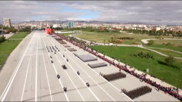 vidéos et rushes de turkish president recep tayyip erdogan greets people with turkish military chief of staff general hulusi akar during a parade in accompany with the... - défilé