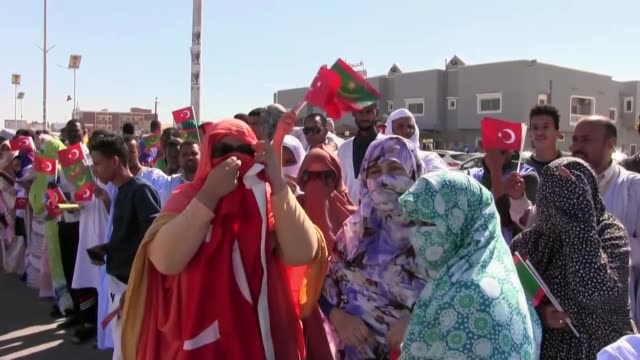 turkish president recep tayyip erdogan is welcomed with cheers by mauritanian people upon his arrival at mauritania international nouakchott airport... - モーリタニア点の映像素材/bロール