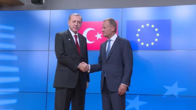 vidéos et rushes de turkish president recep tayyip erdogan meets eu council president donald tusk and eu commission president jean-claude juncker at eu headquarters in... - 2017