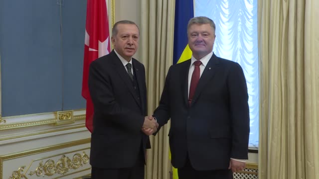turkish president recep tayyip erdogan meets with his ukrainian counterpart petro poroshenko at the presidential administration building in kiev,... - ウクライナ点の映像素材/bロール