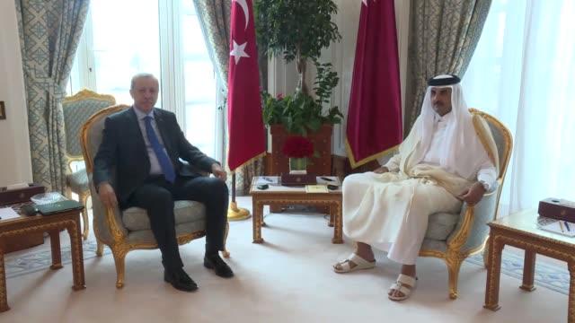 turkish president recep tayyip erdogan meets with qatari emir sheikh tamim bin hamad al-thani following the official welcoming ceremony in doha,... - シャイフ点の映像素材/bロール