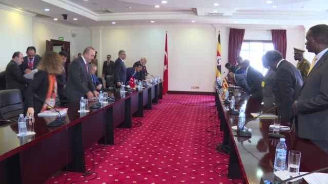 vidéos et rushes de turkish president recep tayyip erdogan meets with ugandan president yoweri museveni at state house in kampala, uganda on june 01, 2016. - kampala