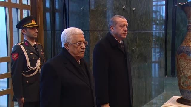 turkish president recep tayyip erdogan welcomes palestinian president mahmoud abbas with an official welcoming ceremony at turkish presidential... - darstellen stock-videos und b-roll-filmmaterial