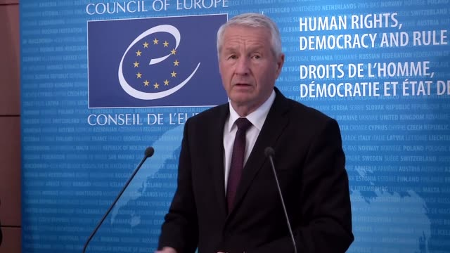 turkish prime minister ahmet davutoglu and secretary general of the council of europe thorbjorn jagland hold a joint press conference after their... - primo ministro turco video stock e b–roll