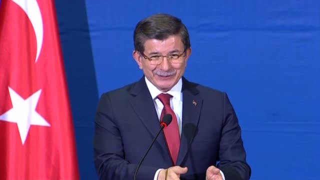 turkish prime minister ahmet davutoglu and serbian prime minister aleksandar vucic attend a joint press conference following their meeting in... - トルコ首相点の映像素材/bロール