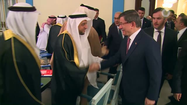 turkish prime minister ahmet davutoglu attends a meeting with the saudi investors in riyadh, saudi arabia on january 31, 2016. - トルコ首相点の映像素材/bロール