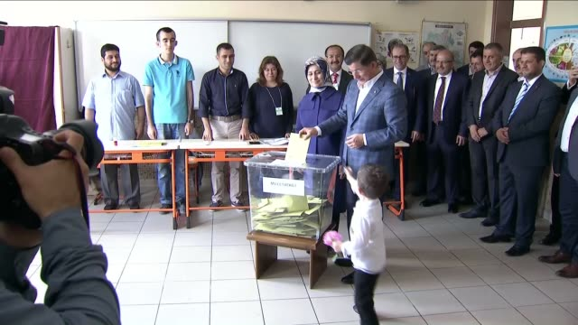 turkish prime minister ahmet davutoglu casts his ballot in the turkish general election at a polling station in konya, turkey on june 07, 2015. -... - primo ministro turco video stock e b–roll