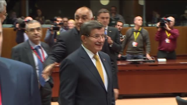 stockvideo's en b-roll-footage met turkish prime minister ahmet davutoglu, european commission president jean-claude juncker, european council president donald tusk, dutch prime... - traditionally hungarian
