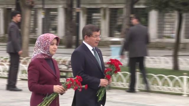 stockvideo's en b-roll-footage met turkish prime minister ahmet davutoglu his wife sare davutoglu turkish interior minister efkan ala turkish health minister mehmet muezzinoglu and... - minister president