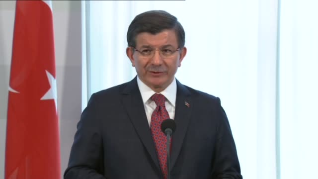 turkish prime minister ahmet davutoglu speaks during a press conference with prime minister of netherlands mark rutte in the hague netherlands on... - the hague 個影片檔及 b 捲影像