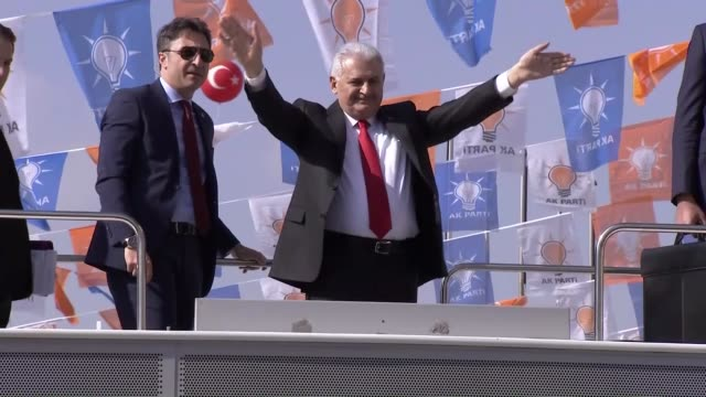 turkish prime minister and chairman of ruling justice and development party binali yildirim addresses citizens in front of the ankara arena sports... - türkischer premierminister stock-videos und b-roll-filmmaterial