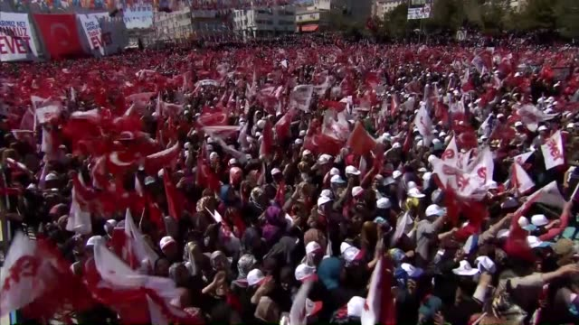 turkish prime minister and chairman of ruling justice and development party, binali yildirim addresses to crowd during ak party's yes campaign rally... - primo ministro turco video stock e b–roll