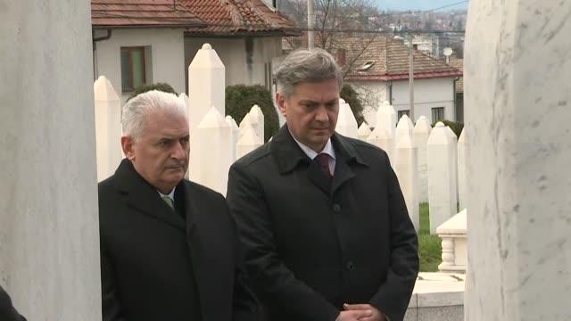 turkish prime minister binali yildirim accompanied by denis zvizdic, chairman of the council of ministers in bosnia and herzegovina, visits kovaci... - primo ministro turco video stock e b–roll